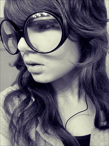 Netistä tilatut silmälasit? (Flickr: Nicki Varkevisser)