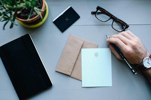 Kynä, paperi ja kirjekuori